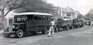 Arrestatie van [pro]Duitse personen op Curaçao, 10 mei 1940; foto in P. Paul, Korps Politie Nederlandse Antillen, 1959.