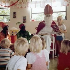 Sinterklaas op bezoek bij een speelschooltje op Curaçao