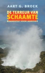 """De terreur van schaamte; Brandstof voor agressie - """"Het boek is een aanrader voor mensen in beleid en politiek, eenuitdaging om naar geweldsmechanismen te kijken vanuit een ander gezichtspunt dan tot dusverre gebruikelijk. VNG Magazine, 2007."""