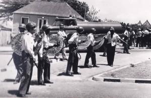 13. Mei 69 - politie bij Beg Altena. 2 - marinefotograaf - coll. B.M. Smit